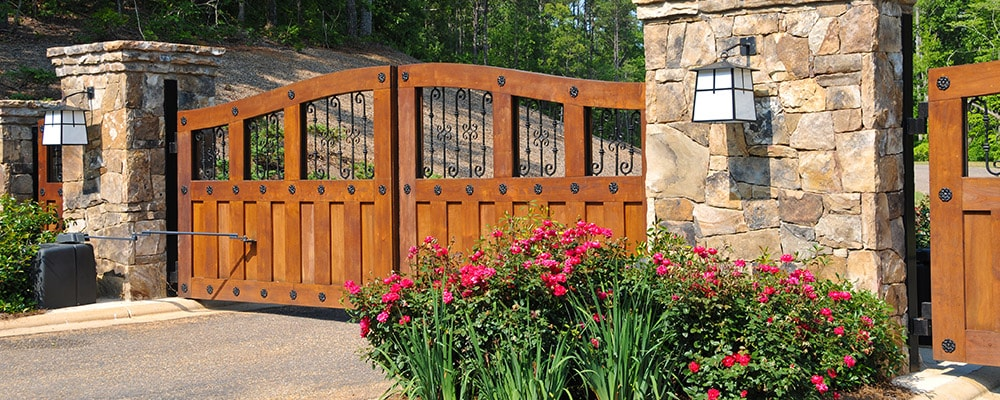 Are Gated Communities Worth a Premium?