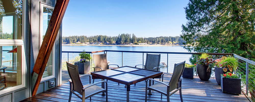 Home on lake | Vacation Home Sales Skyrocketed Last Year